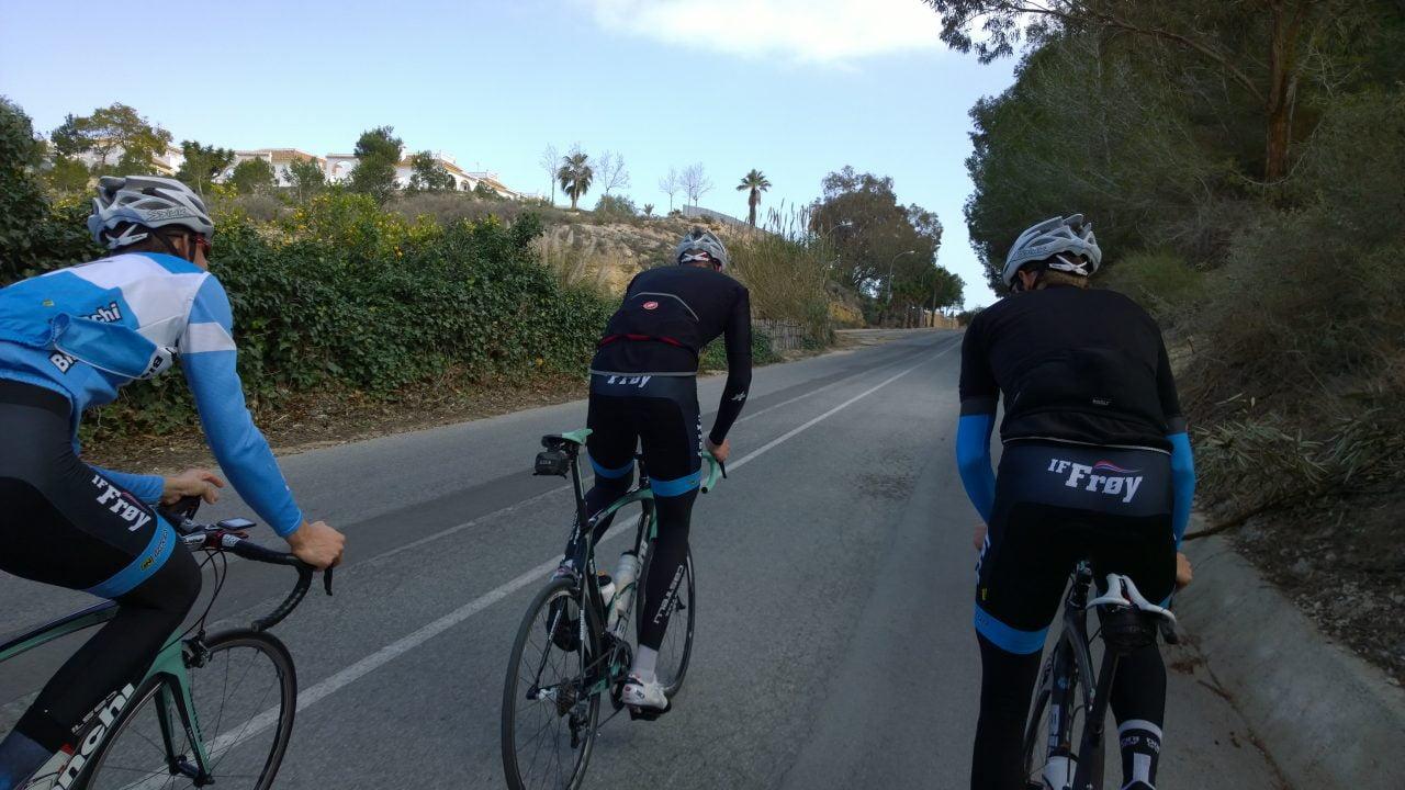 """Under onsdagens langtur innom """"hjemtraktene"""" mine i Guardamar møtte jeg på kjentfolk. Halvor, Henrik og Nikolai fra Frøy ladet opp til proffrittet Vuelta Murcia."""