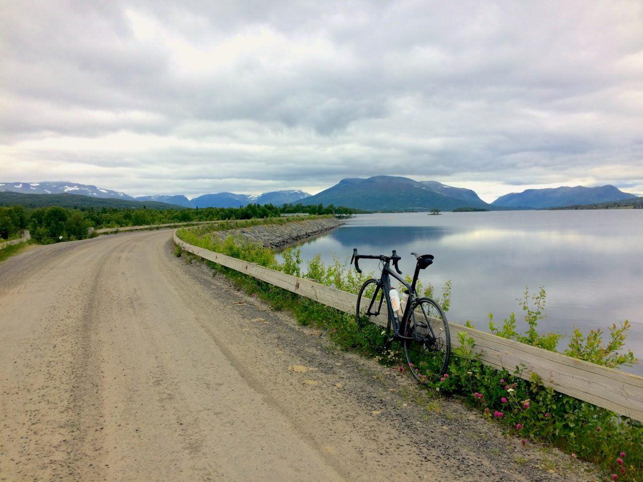 Hvor nydelig er det ikke her, til tross for overskyet vær? Panaoramavegen mellom Vadres og Hemsedal er ganske unik.